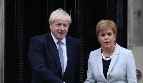 Boris Johnson amb Nicola Sturgeon.