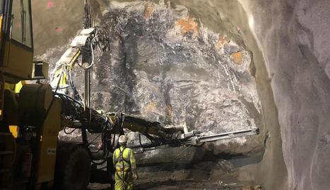 Imatge dels treballs de perforació a la boca sud del túnel.