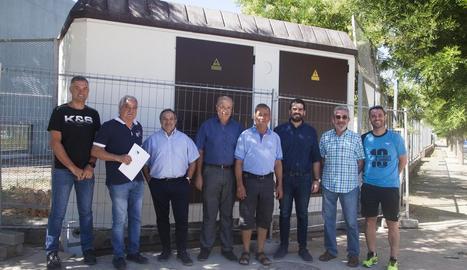Veïns amb Pijuan i representants d'Endesa i Generalitat.