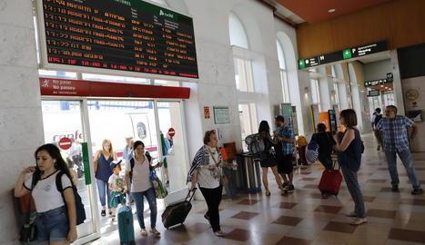 Renfe cancel·la aquest dimecres 10 trens que passen per Lleida davant de les aturades convocades per CGT en plenes vacances