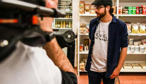 Joan Blau, durant l'enregistrament del nou videoclip.