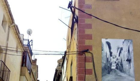 Un dels carrers de l'Albi amb una foto antiga.