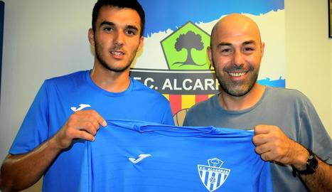 Adrià Rodríguez, esquerra, nou porter de l'Alcarràs.