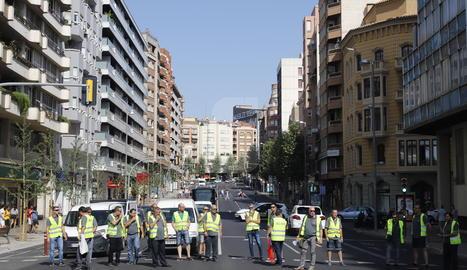Una vintena de treballadors d'Alsina Graells es manifesten a Lleida