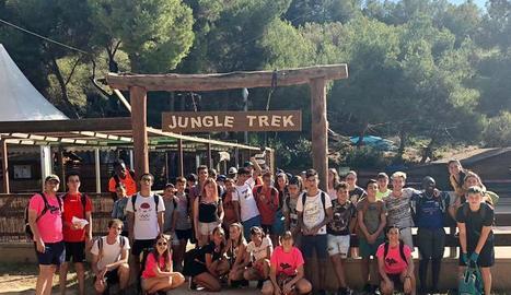 Uns 50 joves participen en la sortida al Jungle Trek de Tarragona amb l'Agenda Jove