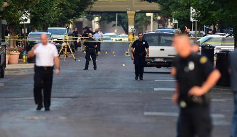 Policies a la zona de Dayton (Ohio) on es va produir el tiroteig en el qual van morir deu persones, inclòs l'autor.