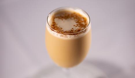 El còctel de licor de cacau i Mascaró és digestiu i d'un intens sabor dolç.