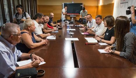 Imatge de la reunió entre veïns i la Paeria.