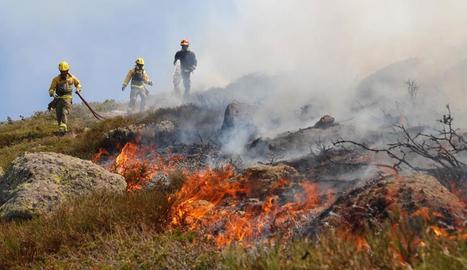 Un incendi a Madrid, potser intencionat, crema 300 hectàrees