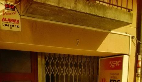 Imatge de l'aspecte de la seu del PDeCAT a Balaguer després de la protesta.