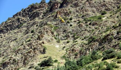 Vista de l'helicòpter que va rescatar el cos de l'adolescent.