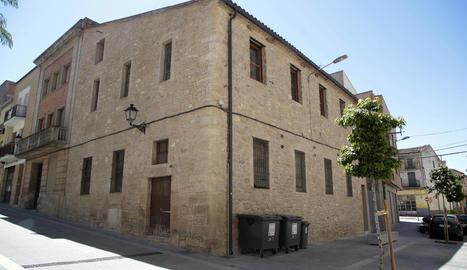 Vistes de l'edifici de les Borges on es va esfondrar el terra.