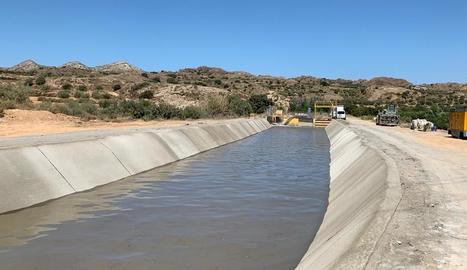 L'aigua ja passa pel tram del canal d'Aragó i Catalunya avariat a Tamarit i ja reparat.