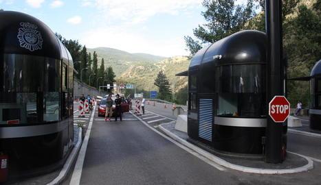 Una esllavissada a la carretera d'Andorra obliga a tallar l'accés al Principat des de Catalunya