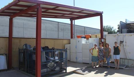 L'alcaldessa va visitar les instal·lacions que gestiona Cartaes.