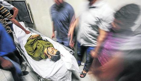 L'Exèrcit israelià va abatre un palestí armat a la tanca de separació de Gaza.