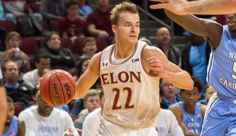 Steve Santa Ana, en un partit amb la Universitat d'Elon, de l'NCAA nord-americana.
