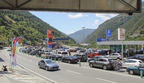 Les cues interminables i quilomètriques a la via que comunica Lleida amb Andorra es van repetir ahir durant tot el dia.