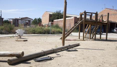 Gronxador caigut al parc infantil de Preixana.