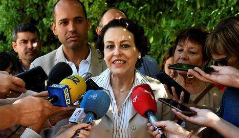"""La ministra Valerio va defensar ahir que el Govern continua """"connectat"""" malgrat les vacances."""