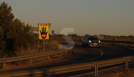 Un dels nous senyals instal·lats les últimes setmanes a la sortida de l'A-2 a Lleida.