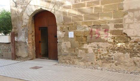 Pintada a favor del 155 a la façana del convent de Sant Domènec de Balaguer.