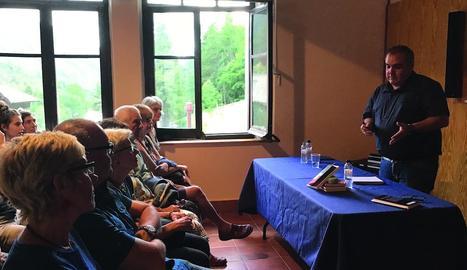 Més de 60 persones van acudir a la presentació de la novel·la.