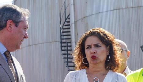 La ministra Montero, ahir, a la Zona Franca de Sevilla.