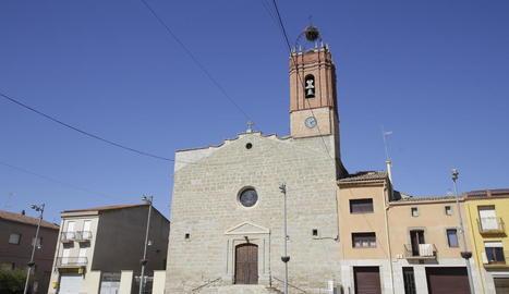 Imatge de la façana de l'església d'Almacelles.