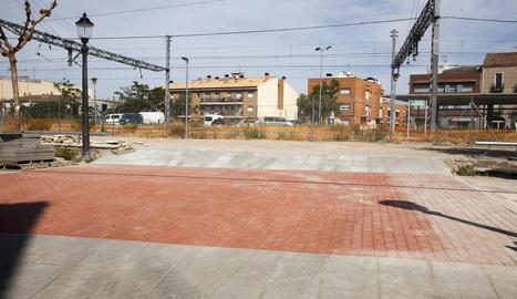 Un dels accessos que s'han habilitat al nou pàrquing gratuït amb una trentena de places.