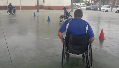 Una gimcana de la Paeria sensibilitza sobre les discapacitats