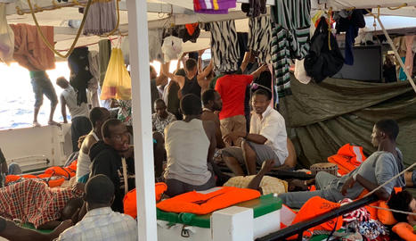 """Open Arms demana l'evacuació """"urgent i immediata"""" de tots els migrants a bord"""