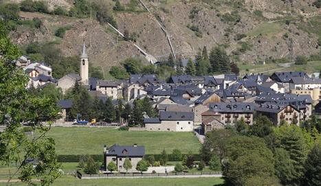 Vista del municipi d'Esterri d'Àneu.