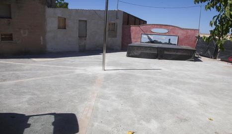 Imatge de la plaça de la Font de la Figuerosa ja renovada.