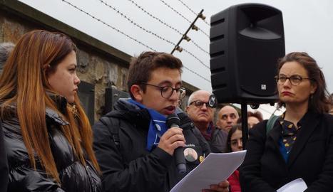 contra l'oblit. Al camp de Mauthausen hi ha nombroses plaques commemoratives que recorden els milers de persones que van ser represaliades pels nazis.
