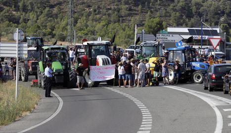 Imatge del tall de diumenge passat a la carretera C-12 a l'entrada de Flix.