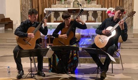 Els tres intèrprets de la formació, divendres a Juneda.