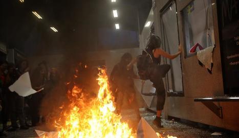 Protesta per violacions grupals de policies