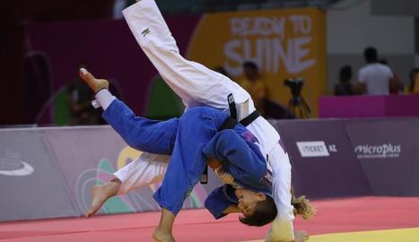 Ai, de blau, durant una de les competicions internacionals.