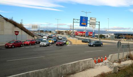L'accident va tenir lloc a la rotonda de les Gavarres.