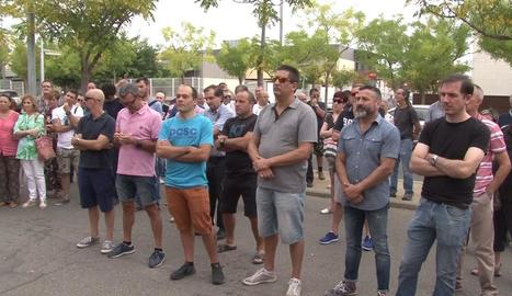 Alguns dels funcionaris que es van concentrar ahir davant de les portes de la presó de Lleida.