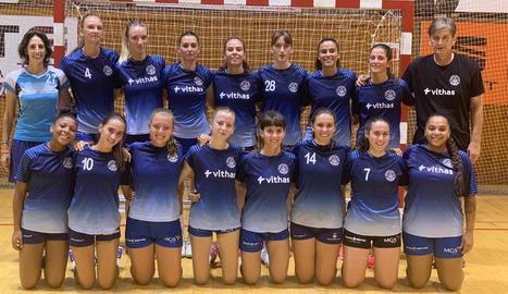 La plantilla de l'Associació Lleidatana d'Handbol, ahir en el seu primer dia d'entrenament.