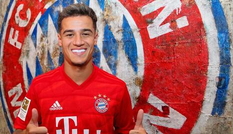Coutinho va posar ahir amb la samarreta del Bayern després de tancar-se l'acord de cessió.