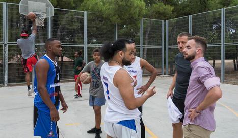La Paeria, amb l'equip de bàsquet Dominican Lleida