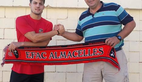 Xavi Toldrà, nou fitxatge de l'EFAC, amb el president, Joan Bosch.