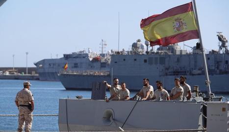 Els migrants van explotar d'alegria a l'assabentar-se que serien desembarcats immediatament a Lampedusa.