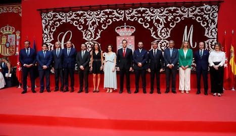 Foto de família del nou govern bipartit de la Comunitat de Madrid.