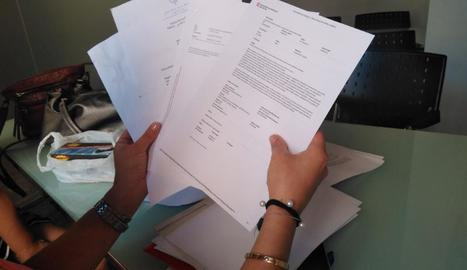 Els escrits de queixa que la dona ha enviat a Salut i al síndic i la carta al rei Felip VI.