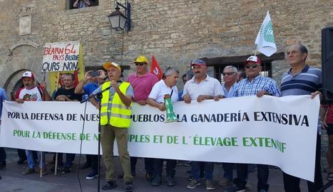 La manifestació a Aïnsa va reunir gairebé un miler de participants convocats per mig centenar d'organitzacions agràries.