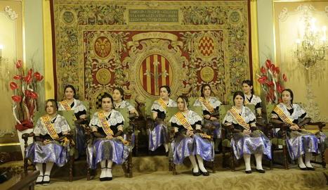 Les pubilles de Lleida, amb el vestit tradicional, al pregó de les últimes Festes de Maig.